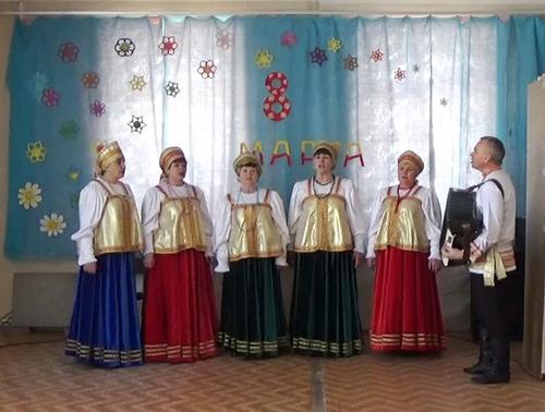 Сергей Сидорин на концерте в Хлебновке растрогал женщин своими душевными песнями