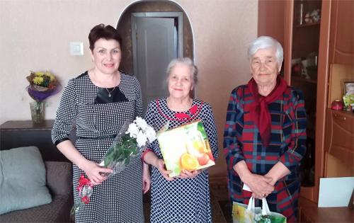 В Натальино с 80-летием поздравили педагога-ветерана Александру Борисовну Красовскую