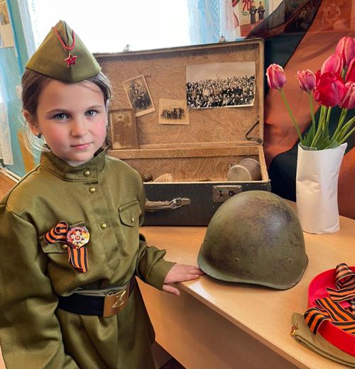 В Натальинском МО ко Дню Победы была проведена необычная акция «Чемодан историй»